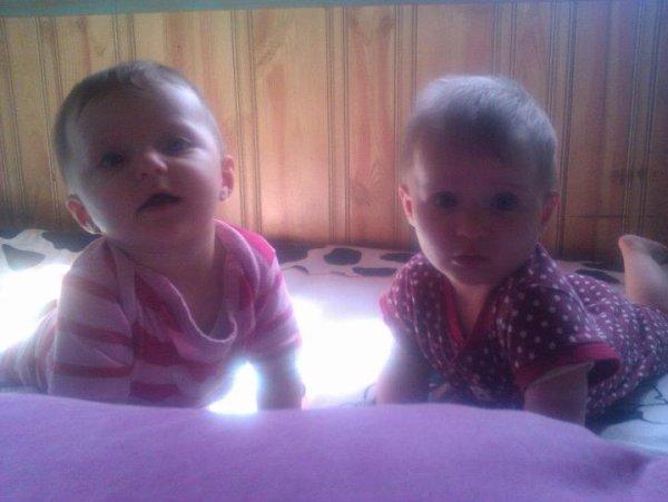 mes petites jumelles : Emma et Laura