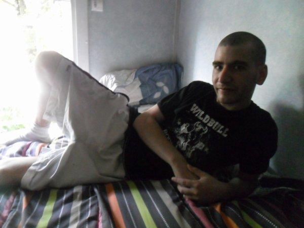 Dany,sur son lit