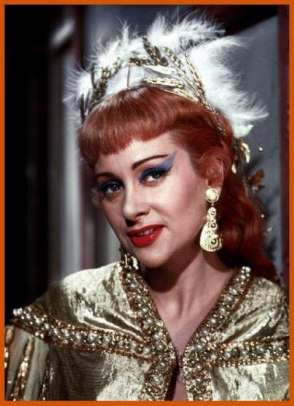 """Martine CAROL 1954 dans """"Nana"""" de Christian JAQUE : Sous le Second Empire, Nana est une chanteuse prometteuse, entretenue par le banquier Steiner. Elle rencontre alors le comte Muffat, mais cette histoire d'amour va l'entraîner dans la déchéance..."""