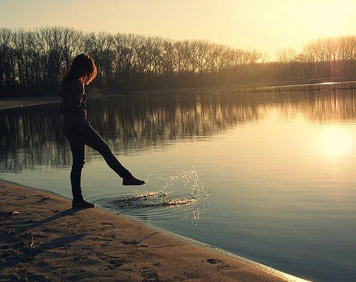 Aimer, c'est retenir ses larmes quand il passe à côté de vous sans se retourner...