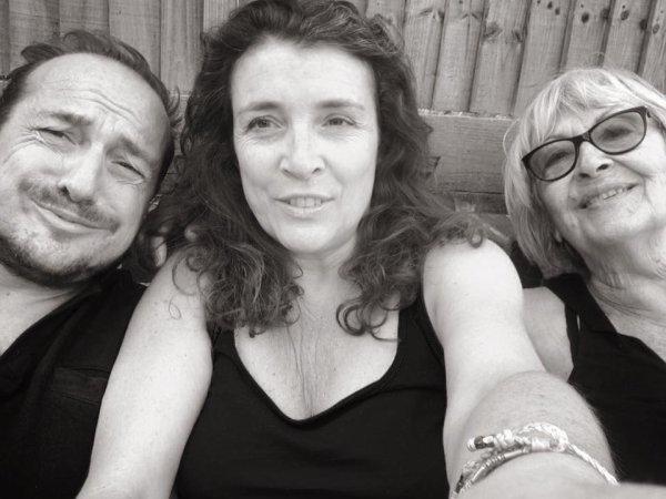 delphine avec sa maman et son frère