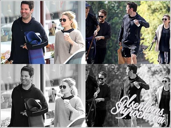 13 / 10 / 14 : Ashley Olsen à été vue avec quelque amis, il avait l'air de faire une randonnée.Elle promener aussi c'est chien , j'aime bien la voir d'aussi bonne humeur !