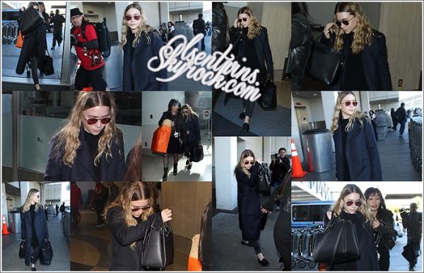 23 / 12 / 14 : Ashley Olsen à été aperçu seule à l'aéroport de LAX dans - Los Angeles.J'aime bien sa tenue même si il y a pas trop de couleur ! j'aime beaucoup c'est sac !