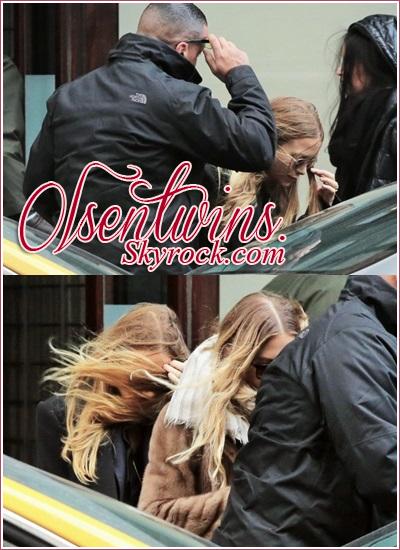 30/01/15 : Mary-Kate Olsen & Ashley Olsen ont été aperçu dans les rues de New York.Pour le moment que deux photo sont disponible et on les voit pas beaucoup mais elle ont l'air tellement belle !