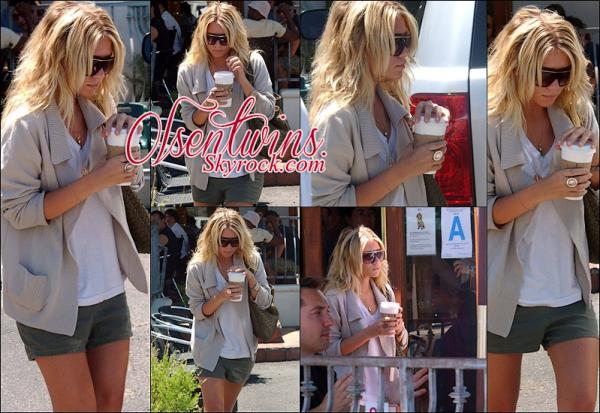 23/06/2005 : Ashley Olsen à été aperçu quittant avec un café à la main le Urth Cafe.J'aime vraiment tout dans sa tenue , je trouve que les couleurs s'assemble bien pour moi c'est un TOP !