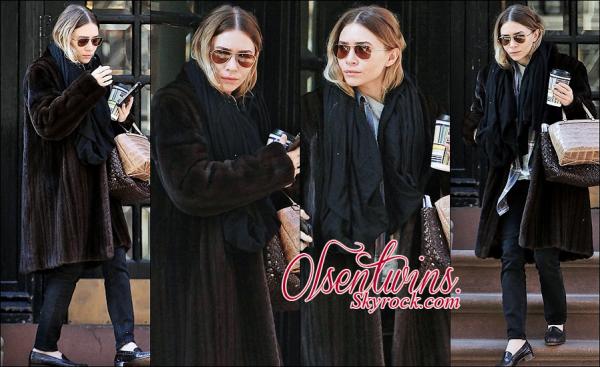 24/03/2015 : Ashley Olsen à été aperçue avec un café à la mains dans Manhattan's East Village.Pour le coup je suis pas fans de sa tenue et de sont manteau en fourrure ! par contre j'aime bien c'est lunettes.