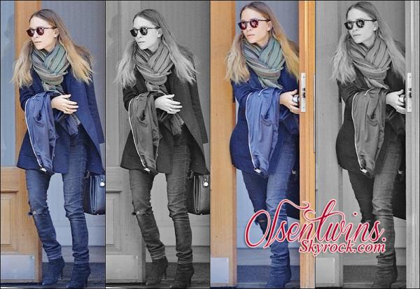 05/04/2015 : Enfin une sortie ! Mary-Kate Olsen à été vue surement sortant de sont appartement à New-York.Je trouve que dernièrement elle s'habille moins en noir et je trouve que sa tenue est assez sympathique ! Vous en pensez quoi ?!