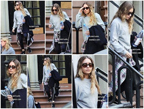 CANDIDS // 14 Avril 2015 : Ashley Olsen à été vue quittant sont appartement pour se diriger vers la salle de gym à New-York.