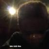 Jaden se prend en photo dans l'obscurité..
