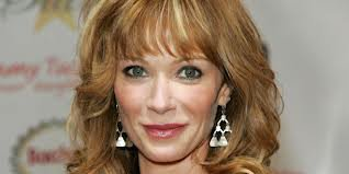 HAPPY BIRTHDAY TO LAUREN HOLLY !!!
