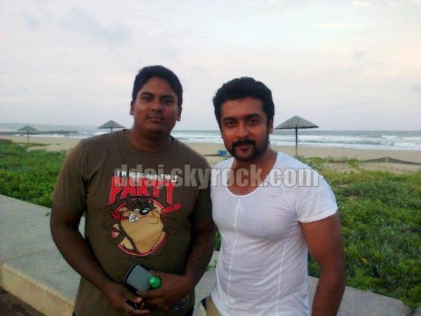Rare/unseen Pic of Surya with a fan ! - Dev & Diya - kutty ...