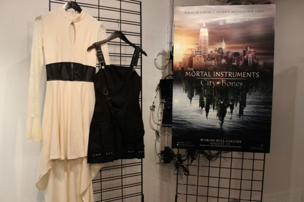 Les premiers visuels des vêtements dérivés de la saga « La cité des Ténèbres »