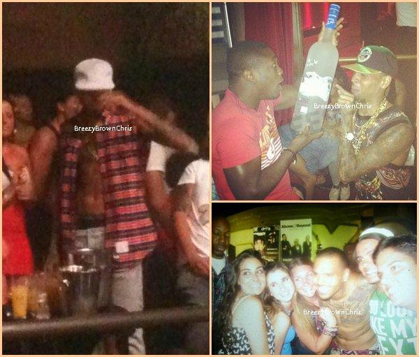 """Notre Chris au club """"Cancun"""" et oui encore. ;)"""