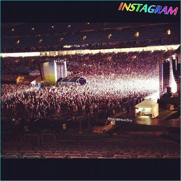 Chris au Supafest de Sydney + en bôite + Instagram.