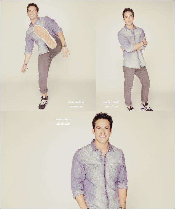 Decouvre un magnifique photoshoot de Michael Trevino pour le magazine TV Guide ♥