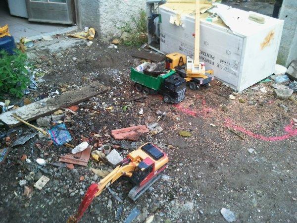 chantier de nettoiment de terre polue pres d un accident nuclaiaire