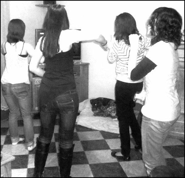"""G0G0les ♥  Nous sur """" Just Dance """" ( Meggie prend la photo )   G0G0les ♥"""
