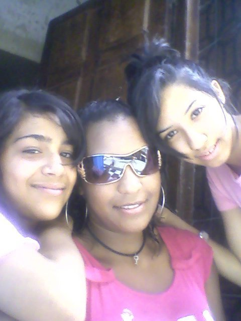 c moi and houria and sarah