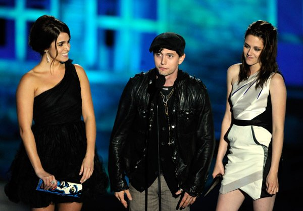Jackson Rathbone& Nikki Reed& Kristen Stewart at Scream 2010 Awards at The Greek Theatre in Los Angeles, Californie 16/10/10