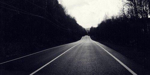 Trace ta route. Ne te retourne pas. Je ne suis plus qu'un souvenir déjà.
