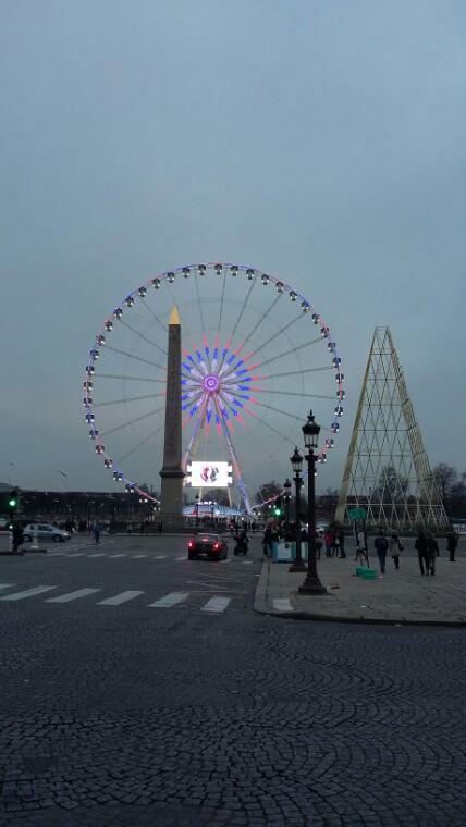 Grande Roue du marché de noël au Champs Élysées
