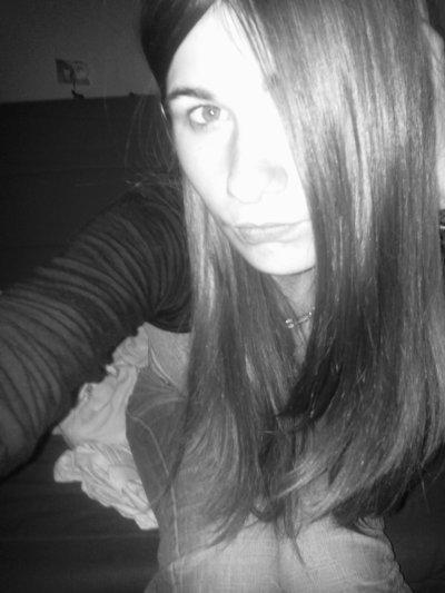 Tu me déteste mais si tu es là Chérie, c'est qu'au fond je t'intéresse  ..