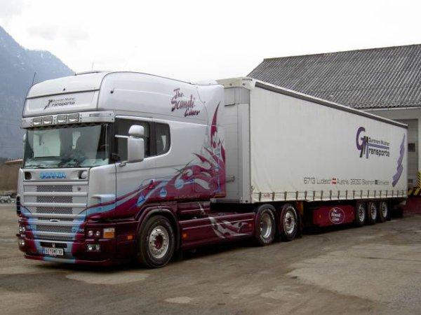 Scania ralongé décoré