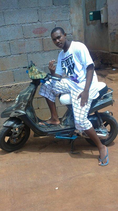 hé! c encore moi toujour dans la place avec ma moto