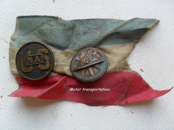 Cartes postales et collars