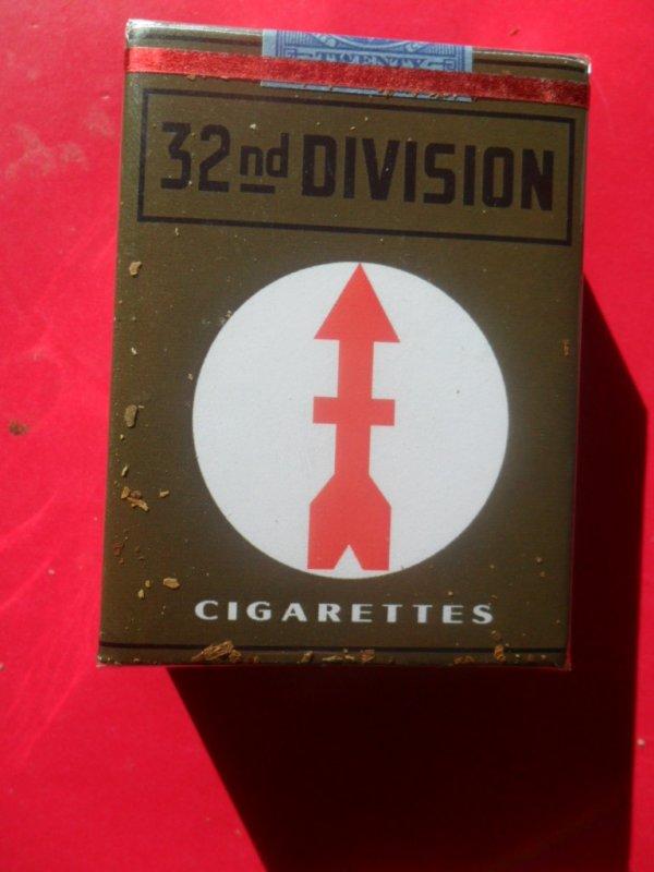 Paquet cigarettes aux couleurs de la 32 nd Div