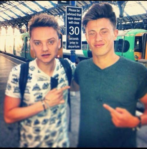 Conor à la gare de Brighton