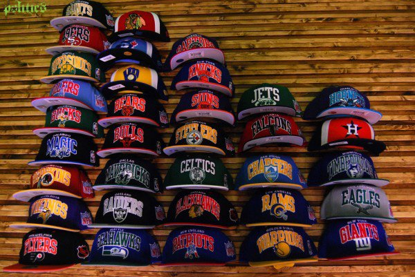SNAPBACKS Mitchell & Less;!