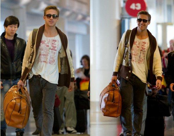 Ryan qui prend l'avion le 30 décembre (Eva Mendes a pris le même, ils l'ont pris séparément pour éviter d'attirer trop l'attention, à LAX