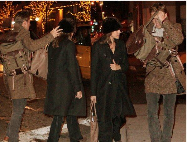 Ryan et Eva Mendes dans New York le soir du nouvel an! Bonne année a tous !