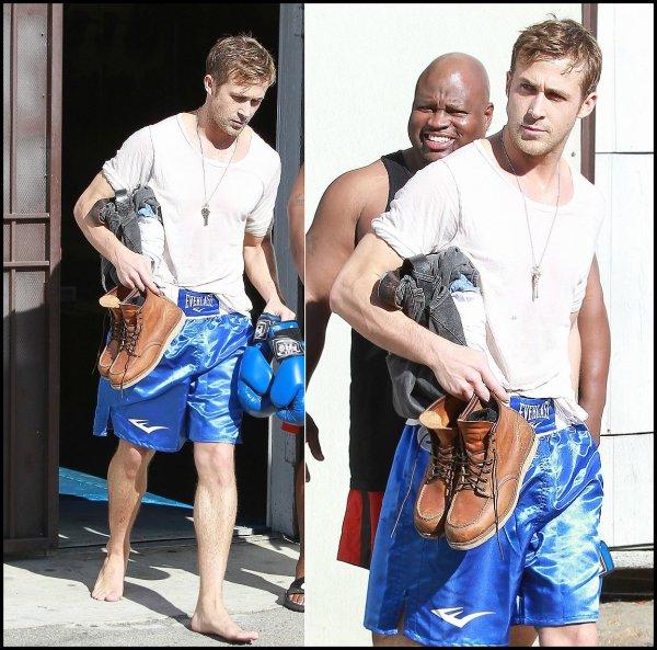 Ryan de retour a Los Angeles, quittant la gym (toujours pieds nus..)