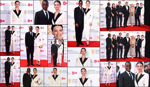 12 mai 2019 : Em' était présente pour la cérémonie des British Academy Television Awards au Royal Festival. (Londres) L'actrice était présente avec sa co-star de Sex Education avec qui elle fait beaucoup d'événements, Ncuti Gatwa. Elle porte un costume qui lui va bien.