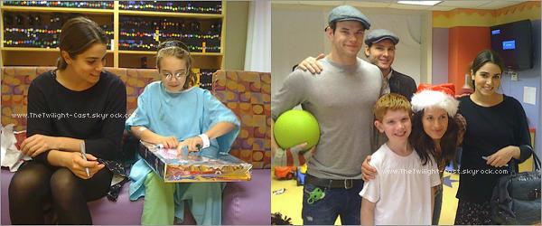 .Un événement Twilight dans un hôpital pour enfants ! Auquel ont assister Elizabeth Reaser, Peter Facinelli, Kellan Lutz & Nikki Reed  .