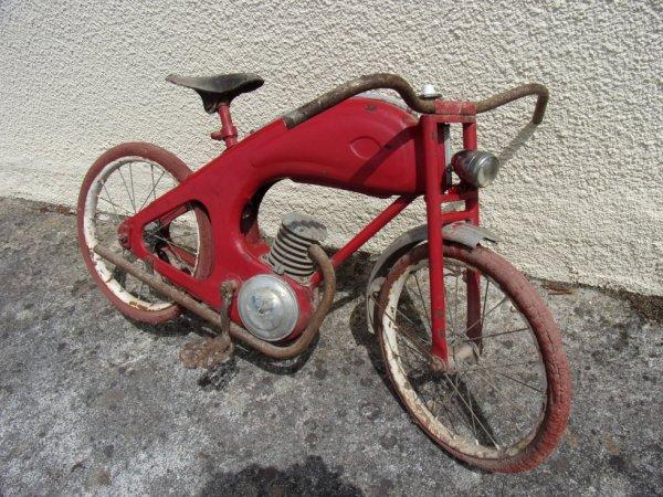Petite Moto à pédales de manége Sport Diamant Jean Pidoux 1955