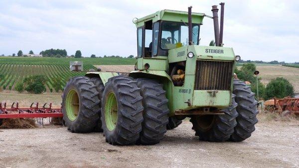 Nouveau tracteur au village