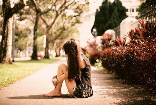 ♥ La solitude est un jardin où l'âme se dessèche, les fleurs qui y poussent n'ont pas de parfum.[ Marc Levy ] ♥