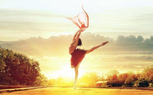 ♥ La danse est le plus sublime, le plus émouvant, le plus beau de tous les arts, parce qu'elle n'est pas une simple traduction ou abstraction de la vie ; c'est la vie elle-même. [Henry Havelock Ellis] ♥