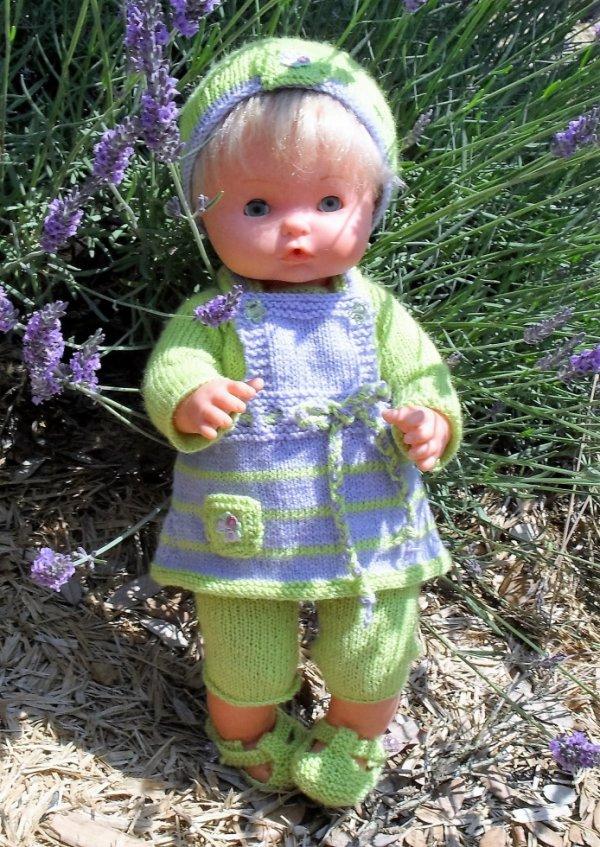 Zélie se cache parmi les fleurs de lavande