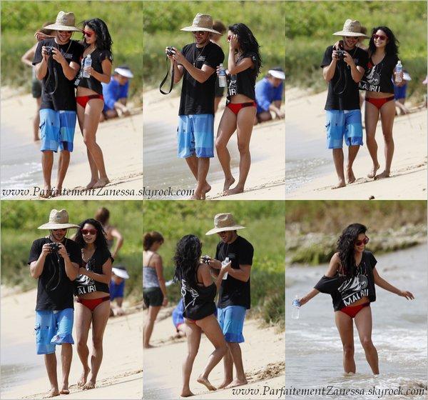21.08.2010 // Zac Efron et Vanessa Hudgens sont actuellement en vacances en couple à Maui ( Hawaii ) . Ils ont été photographiés sur une plage, très complices, se prenant en photos et dans l' océan J' aime les lunettes de Vanessa :D