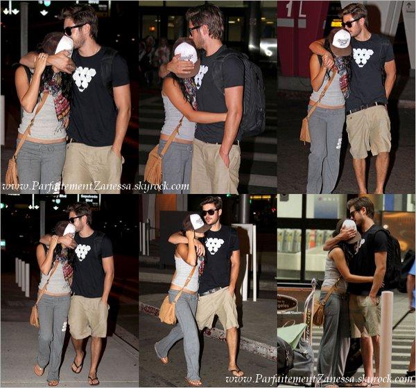 25.08.2010 // Zac Efron et Vanessa Hudgens pour un tour en Kayak pour leur dernier jour de vacances Ils ont l' air de bien s' amusés ^^