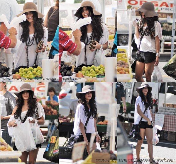 26.09.2010 // Vanessa au Farmer 's Market de Los Angeles Vanessa est superbe ! :D J ' aime sa tenue :-)