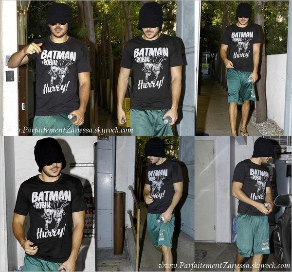 27.09.2010 // Zac fuyant les paparazzis s' est caché derrière son bonnet en sortant d' un salon de Beverly Hills