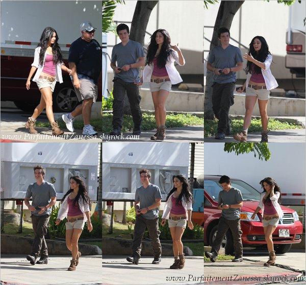 21.10.2010 // Vanessa a été vue aux côtés de Josh Hutcherson à Hawaii sur le tournage de son nouveau film « Journey 2 : The Mysterious Island » Super jolie ! :)