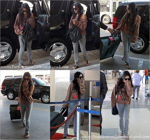 14.11.2010 // Nessa a été vue allant dans un studio à Hollywood J ' aime pas du tout sa tenue !
