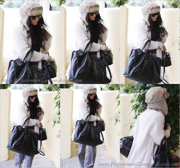 06.01.2011 // Vanessa Hudgens a été vue se rendant à un rendez- vous dans Studio City J' aime beaucoup son bonnet :)