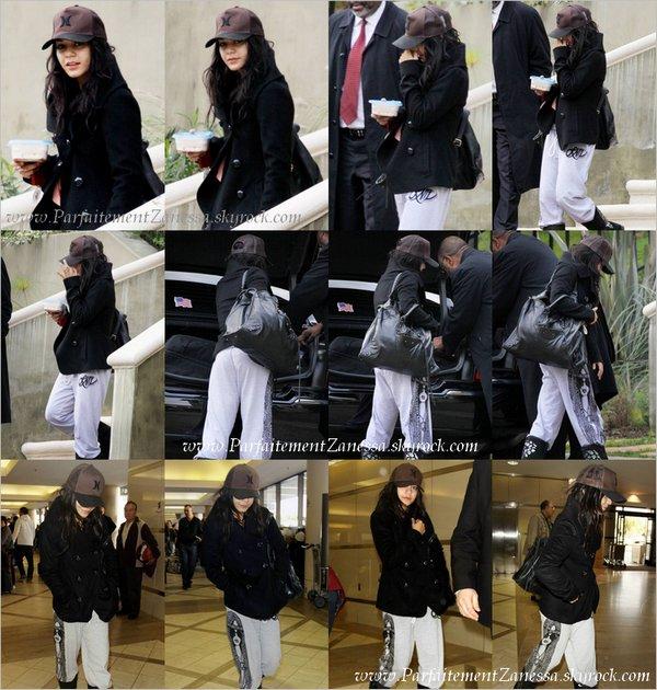 08.01.2011 // Vanessa est partie de Los Angeles en limousine qui est venue la chercher chez elle pour l' emmener à l' aéroport de LAX vers la Caroline du Nord pour continuer de tourné son film « Journey 2 : The Mysterious Island » Nessa fait pas beaucoup d' effort vestimentaire en ce moment ! --'